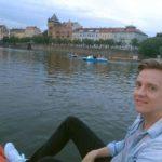 Über den Wolken muss die Freiheit wohl grenzenlos sein! ⠀ Ich bin wieder in Prag angekommen und hab direkt mal eine Bootsfahrt gemacht